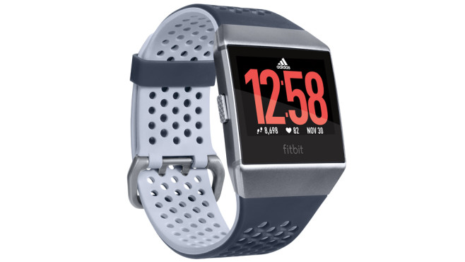 Fitbit Ionic: adidas edition©Fitbit