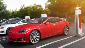 Tesla Supercharger©Tesla