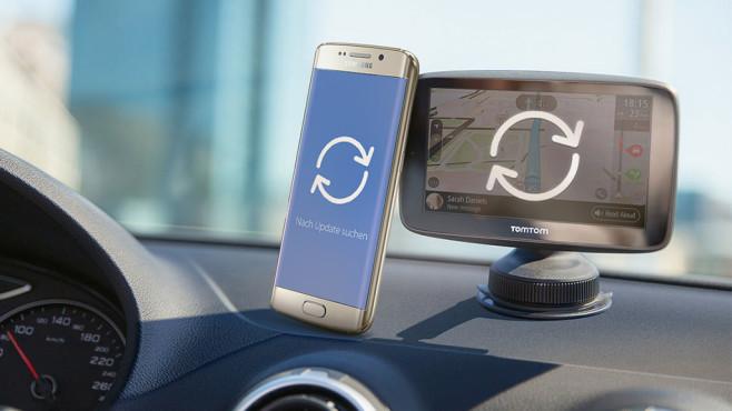 Smartphones & Navis: Gibt's ein Recht auf regelmäßige Updates? Navi-Updates und Aktualisierungen für Smartphones bringen die Gadgets auf den neuesten Stand. Doch viele Hersteller lassen sich Zeit mit der Auslieferung.©Samsung, TomTom