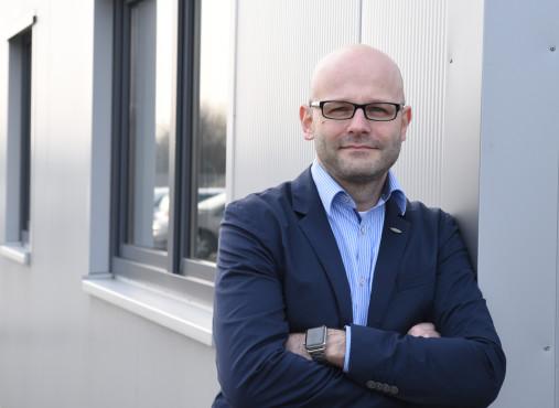 """Made in Germany: Power in die Kiste – so entsteht ein Gaming-PC bei One.de! Markus Isenecker, Geschäftsleitung One.de: """"Die Nachfrage nach Gaming-PCs und Notebooks steigt, auch dank des eSports!""""©COMPUTER BILD"""