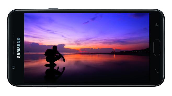 Samsung Galaxy J7 (2018)©Samsung