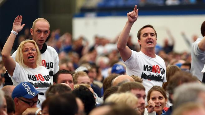 Fans mit Viagogo T-Shirt©Christof Koepsel/gettyimages