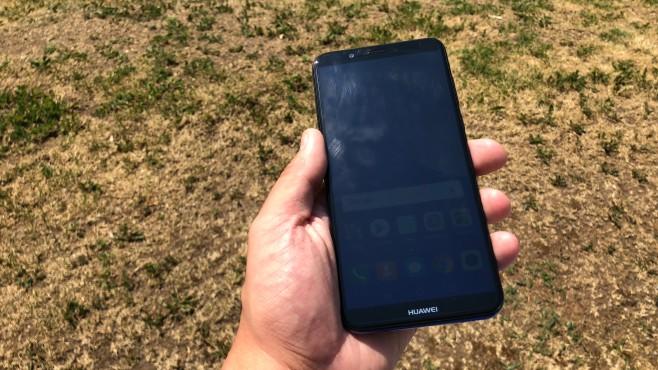 Huawei Y7 (2018): Test, Infos, Daten, Preis, Release Das 6-Zoll-Display ist ob der HD+-Auflösung etwas unscharf – und nicht hell genug. Bei starker Sonne lässt sich praktisch nichts mehr erkennen.©COMPUTER BILD