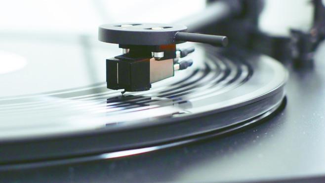 Vinyl lebt: Plattenspieler im Test Der jährliche Record Store Day zeigt: Vinyl lebt. Sony hat mit dem PS-HX500 den passenden Plattenspieler im Programm.©COMPUTER BILD