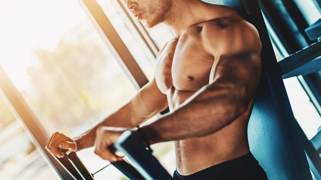Krafttraining hält fit für Bewegungen, die Sie im Laufe des Tages am häufigsten machen©iStock.com/gilaxia
