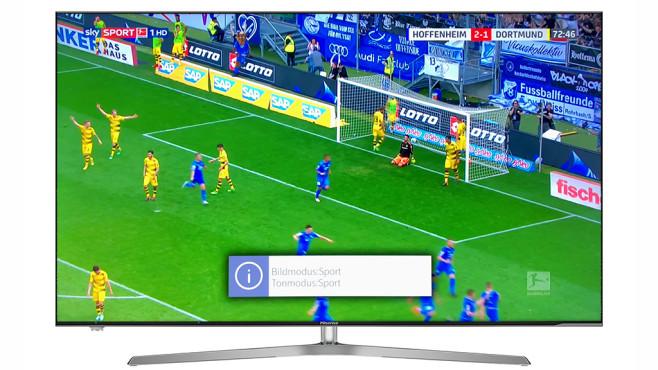 """Hisense H55U7A: Günstiger 4K-Fernseher im Test Das sonst etwas blasse Bild ist im Sport-Modus kräftiger und heller, für Fußball bei Tageslicht eine gute Alternative zum sonst empfehlenswerten Bildmodus """"Kino Tag"""".©Hisense, COMPUTER BILD, Sky"""