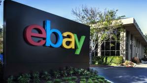 Schild mit eBay-Logo©eBay