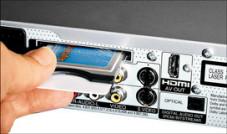 Mit Entschlüsselungsmodul und Abokarte kann der DVD-Recorder Bezahlsender wie Premiere aufnehmen.