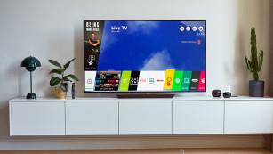 Sieht gut aus und klingt gut: LG OLED 55E8 im Test Das LG-eigene Web-OS-Betriebssystem ist einfach bedienbar und schnell – eine Netflix-Serie startet innerhalb von drei Sekunden.©LG Electronics, COMPUTER BILD