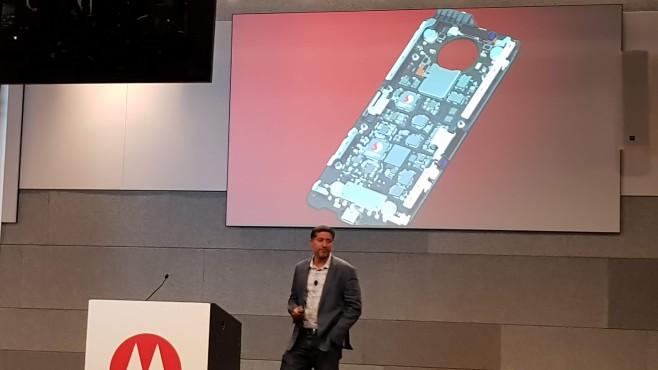 Die 5G Moto Mod hat es in sich©COMPUTER BILD/MIchael Huch