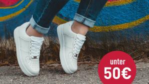 Sneaker Sale©iStock.com/Sasha_Litt