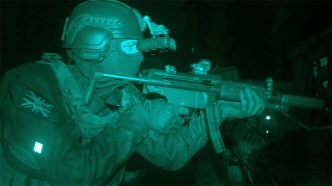 Call of Duty – Modern Warfare: Geschichtsträchtig! Wer schleicht so spät durch Nacht und Wind? Es ist ein Elite-Soldat mit Waffe im Anschlag.©Activision