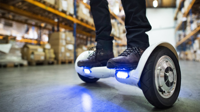 Hoverboard © iStock.com/Halfpoint