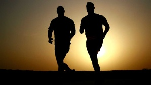 Zwei Männer laufen©pixabay