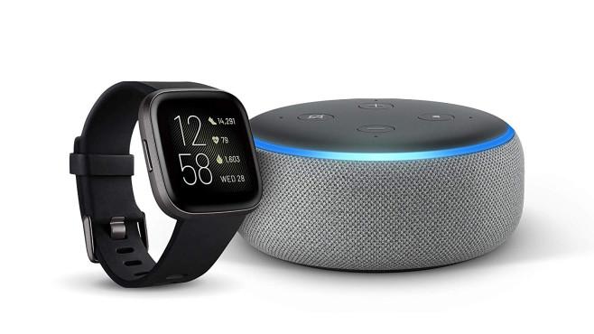 Echo Dot 3 mit Fitbit Versa 2©Amazon
