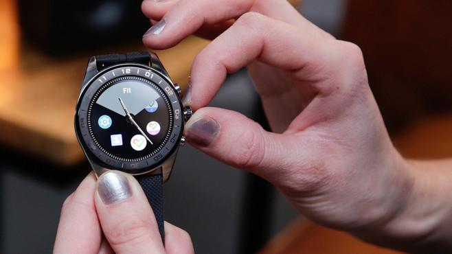 LG Watch W7: Physische Uhrenzeiger©COMPUTER BILD