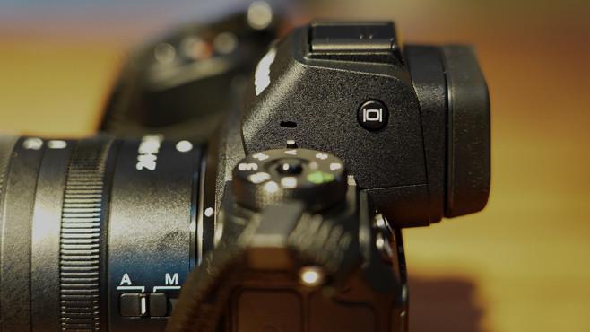 Nikon Z7: Praxis-Test, Nikon Z6: Alle Infos Der Sucher der Nikon Z7 und Nikon Z6 ragt sehr weit aus dem Gehäuse – so muss sich die Nase nicht mehr auf das Display quetschen.©COMPUTER BILD