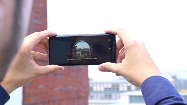 Sony Xperia XZ3: Test, Kamera, Release, Preis, technische Daten Side Sense: Ein Klick auf den Rahmen reicht, um ein Foto zu schießen. Die Fingererkennung funktionierte beim Prototypen noch nicht perfekt.©COMPUTER BILD