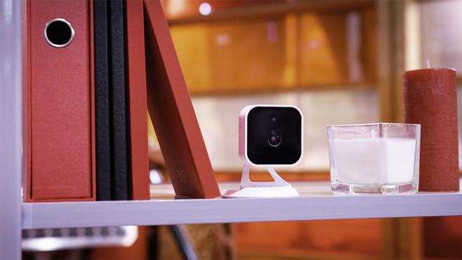 V-Home by Vodafone im Praxis-Test: Nicht ohne Tücken V-Home by Vodafone: Das Kernstück des Sicherheits-Kits ist die Samsung-Kamera.©Vodafone