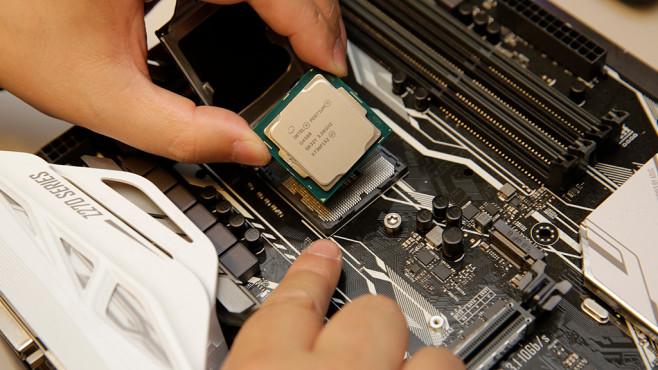 Intel-Prozessor einbauen ©COMPUTER BILD