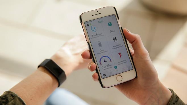 Fitbit-App auf einem Smartphone©Fitbit