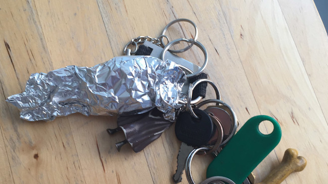 Darum sollten Sie Ihren Autoschlüssel in Alufolie wickeln Besitzer von Auto mit Keyless-Go-Funktion haben diverse Möglichkeiten, ihr Eigentum zu schützen.©Medienagentur plassma/Benedikt Plass-Fleßenkämper