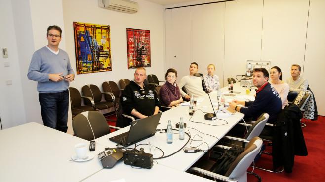 Homematic IP: Individuell angepasste Sicherheitspakete testen und behalten Die Sechs Tester kamen zum Workshop nach Hamburg und bekamen vom Experten Dirk Schleifstein eine ausführliche Einführung in die©COMPUTER BILD
