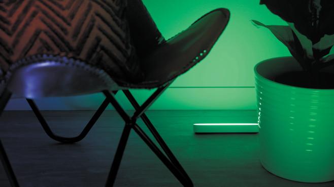Premierentest: Jetzt bewerben und Philips Hue Play testen! Hue Play beleuchtet Wände vom Boden bis zur Decke – und zwar angenehm indirekt.©Philips