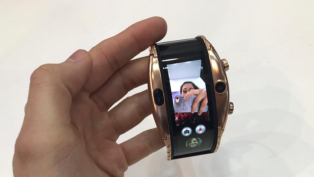 nubia alpha hands on der smartwatch computer bild. Black Bedroom Furniture Sets. Home Design Ideas