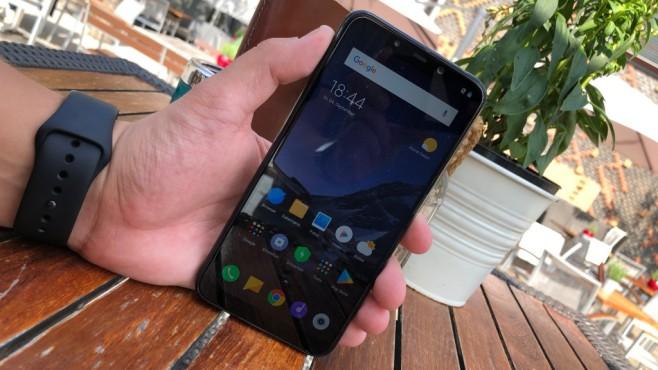 Xiaomi Pocophone F1: Test, Release, Preis, kaufen, technische Daten 6,2-Zoll-Display im langgezogenen Format und wenig Rahmen: die Vorderseite des F1 macht einen starken Eindruck.©COMPUTER BILD