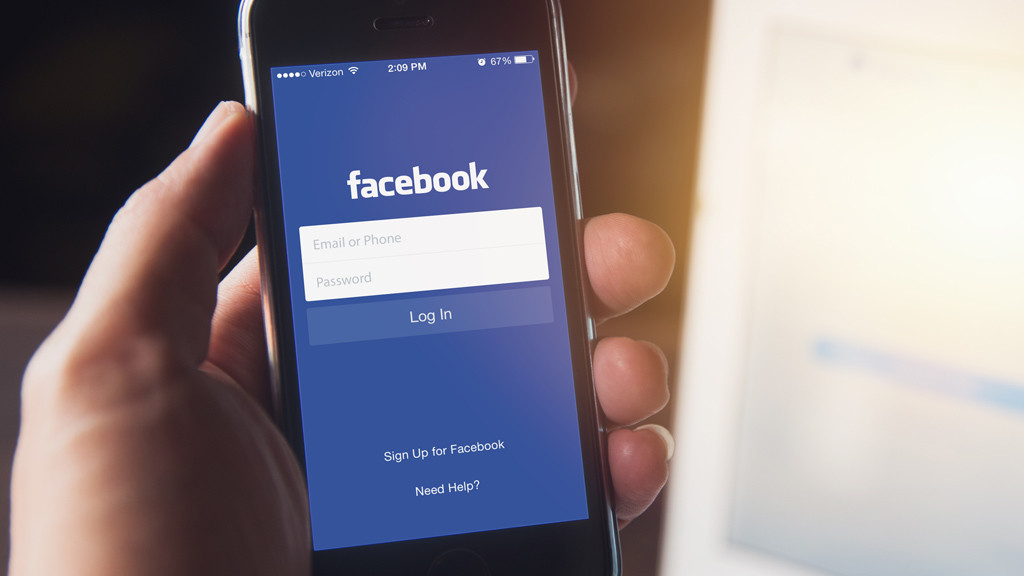 diese frau darf sich bei facebook nicht anmelden computer bild. Black Bedroom Furniture Sets. Home Design Ideas