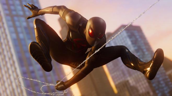 """Spider-Mans Anzüge: Mit Style durch Manhattan Das enge Schwarze: """"Spider-Man"""" hat jede Menge schicker Kostüme. Die sehen gut aus und haben Superkräfte.©Sony, Insomniac Games"""