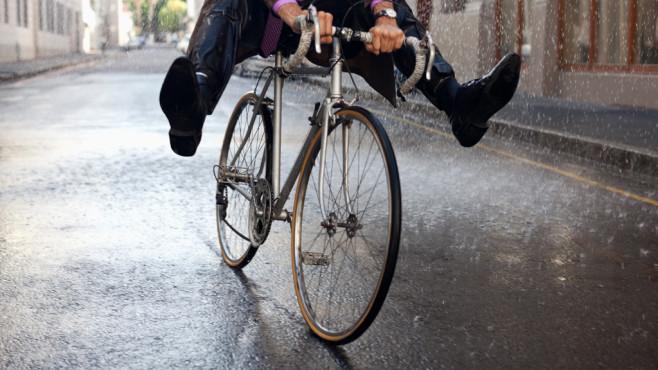 Fahrradkleidung für den Winter: So kommen Radfahrer durch die kalte Jahreszeit Wenn Herbst und Winter näher rücken, brauchen Radler die richtige Kleidung.©Sam Edwards/gettyimages