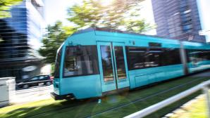 Straßenbahn in Frankfurt©iStock.com/Teka77