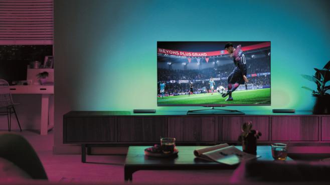 Aktion: Jetzt Philips Hue Play samt Bridge 30 Prozent günstiger! Dank Hue-Sync kann Philips Hue Play mit Videospielen gekoppelt werden und für die dazu passende Lichtstimmung sorgen.©Philips