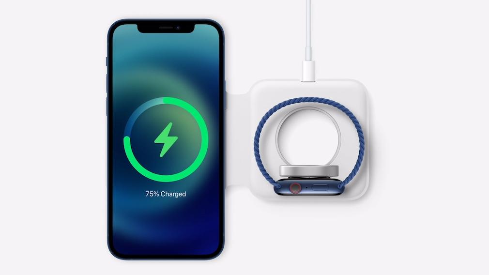 Zubehör für das iPhone 12 un die Apple Watch vor weißem Hintergrund