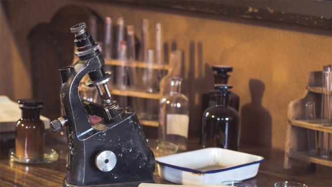 Mikroskop©istock/hopsalka