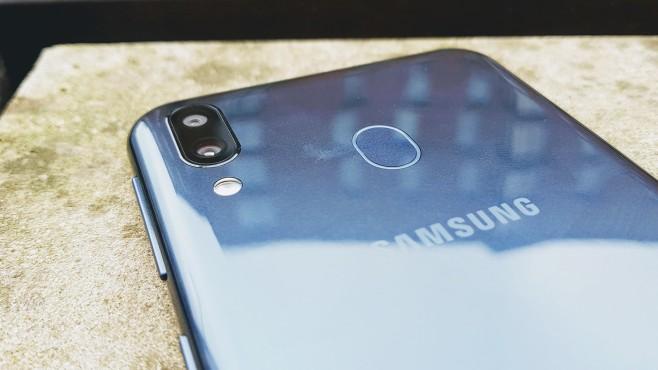 Samsung Galaxy M20: Rückseite©COMPUTER BILD / Michael Huch