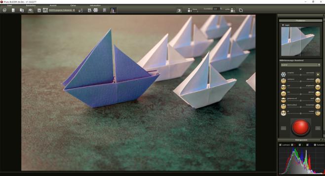 Weitere effektvolle Verfremdungen / Modellschiffe©iStock.com_ThitareeSarmkasat