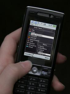 """Mit der Anwendung """"Midmay"""" des Fraunhofer-Instituts lassen sich die Daten auf dem heimischen Rechner per Handy aus der Ferne verwalten."""