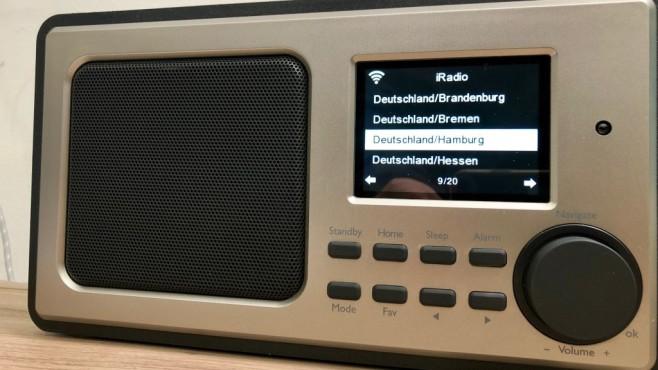 Praxistest Tchibo WLAN Internetradio: Musik und News aus der ganzen Welt Die Auswahl des gewünschten Senders erfolgt per übersichtlichem Menü etwa über die Region oder über das Programm-Genre.©COMPUTER BILD