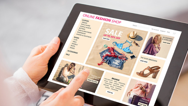 Shopping mit dem Tablet©istock/grinvalds