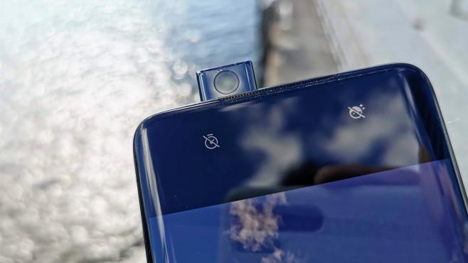 OnePlus 7 Pro: Test, Kamera, Preis, Release, Daten, kaufen Technischer Clou: Die Ausfahrbare Kamera ermöglicht ein größeres Display und das Ende der unsäglichen Notch.©COMPUTER BILD