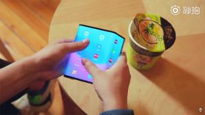 Faltbares Xiaomi-Smartphone©Xiaomi / YouTube / Xiaomishka
