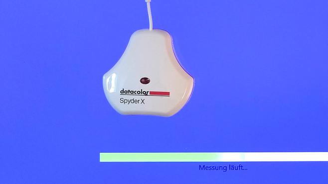 Datacolor SpyderX: Bessere Fotos mit kalibriertem Monitor Ein Lichtsensor in der Mitte der Colorimeter-Oberseite erlaubt die Einbeziehung der Raumhelligkeit in die Monitor-Einstellungen.©COMPUTER BILD