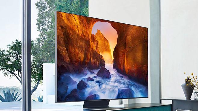 Neue Samsung-Fernseher: Alle 2019er Modelle im Überblick! Samsung Q90R: Der 4K Fernseher ist in Bildgrößen ab 140 Zentimetern (55 Zoll) erhältlich und überzeugt mit blickwinkelstabiler Brillanz.©Samsung