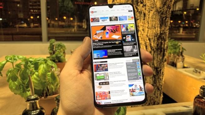 Xiaomi Mi 9: Praxis-Test, Preis, Release, Bilder, kaufen, technische Daten 6,4 Zoll groß, AMOLED-Leuchtkraft und kleine Notch: Der Mi-9-Bildschirm ist klasse!©COMPUTER BILD