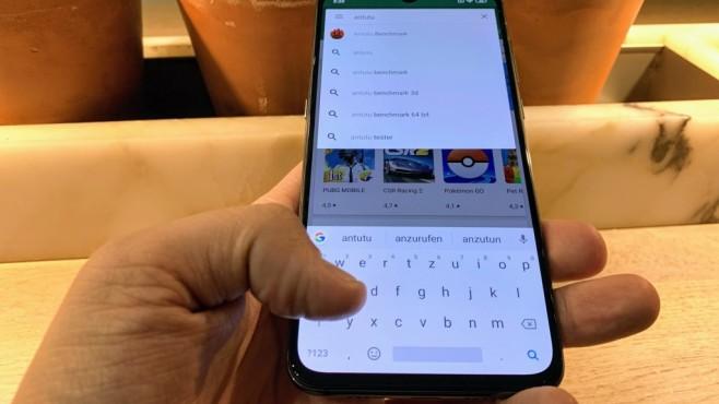 Xiaomi Mi 9: Praxis-Test, Preis, Release, Bilder, kaufen, technische Daten Autsch! Die Standard-Tastatur ist wohl eher für kleine Hände gedacht...©COMPUTER BILD