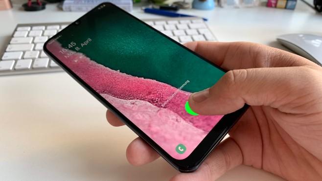 Samsung Galaxy A50: Praxis-Test, Daten, Preis, Release, kaufen Ein Fingerscanner unter dem Glas für 300 Euro?! In der Mittelklasse ist die Entsperrmethode ein Novum, die Umsetzung aber auch nicht so gut wie bei teureren Geräten.©COMPUTER BILD