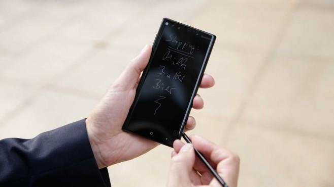 Samsung Galaxy Note 10 mit Bedienstift S-Pen©COMPUTER BILD